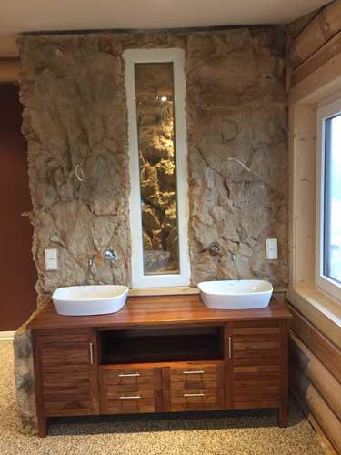 Es Handelt Sich Um Ein Badezimmer In Einem Holzhaus. Bei Den Arbeiten  Mussten Wir Besonders Auf Die Eigenschaften Des Holzes Achten, ...