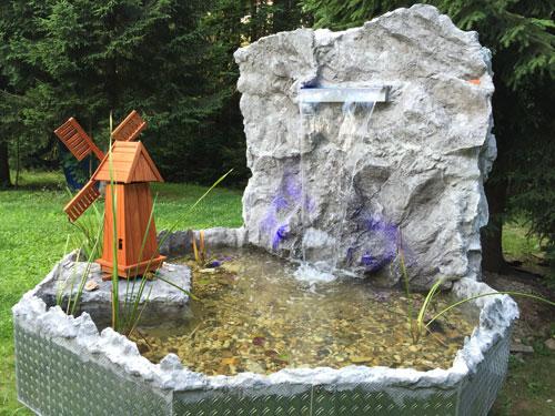 Der Kunde Hat Uns Seine Idee Mit Dem Hoch Gesetzten Teich Mit Wasserfall  Und Die Aluwanne Als Basis Vorgegeben. Wir Haben Zunächst Die  Unterkonstruktion Für ...